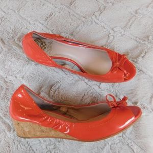 V Camuto patent coral peep toe bow wedge 9.5